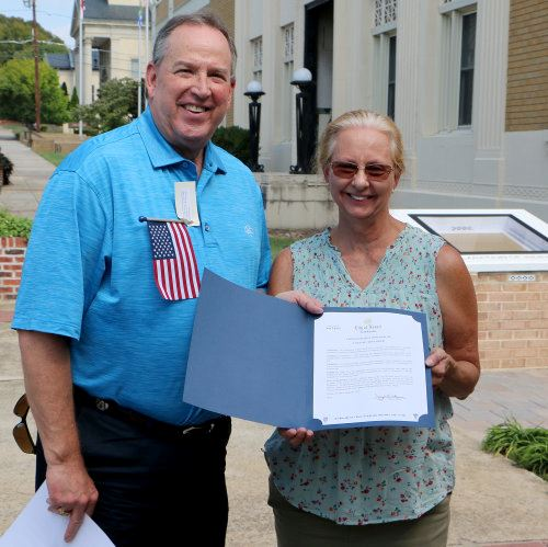 Mayor Gibbons presents the Constitution Week Proclamation to Cindy Day Tuesday, Sept. 17, 2019 in Do