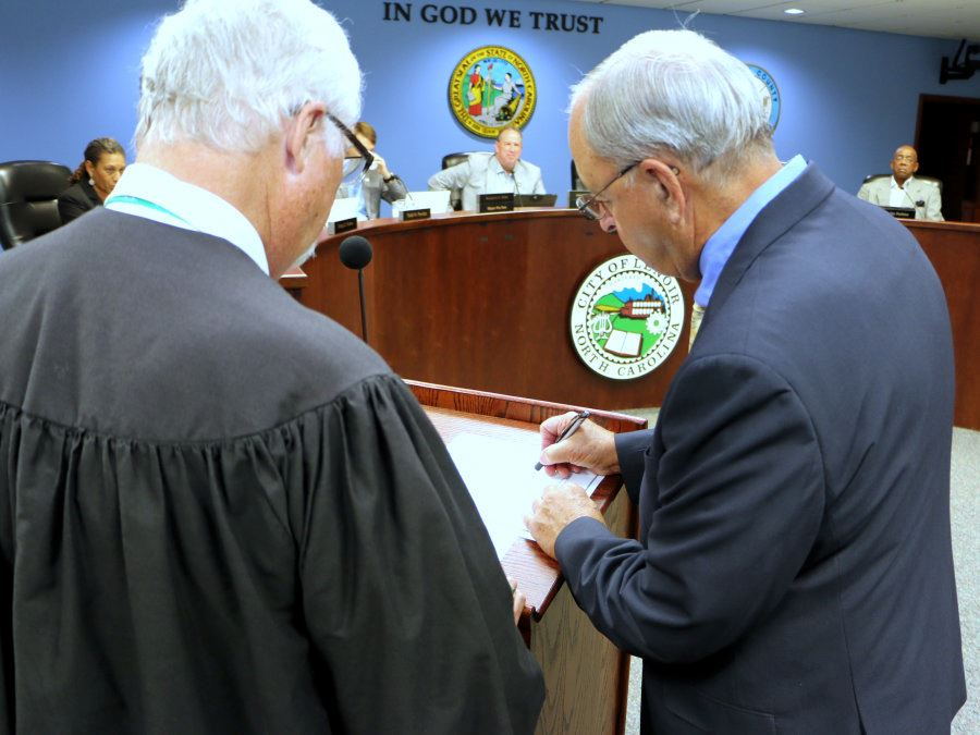 Ralp Prestwood signs his oath of office.